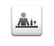 Boton cuadrado blanco simbolo barman