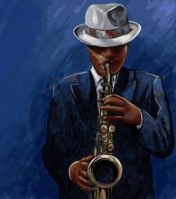 Saxofonista tocando el saxofón en un fondo azul