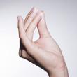 Hand mit Gesichtscreme