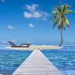 lit de soleil sur îlot de sable blanc