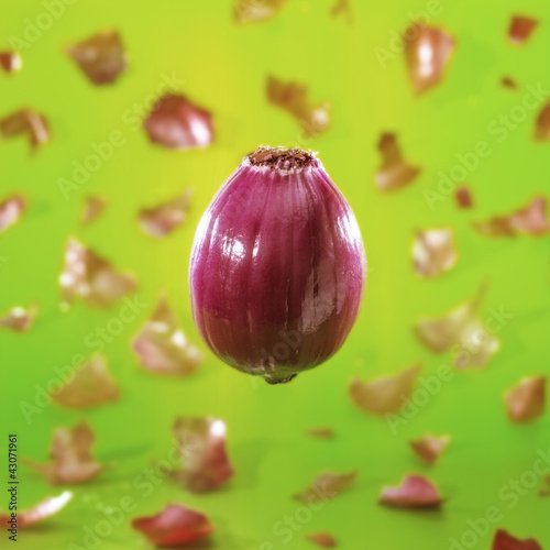 Peeling of a red onion