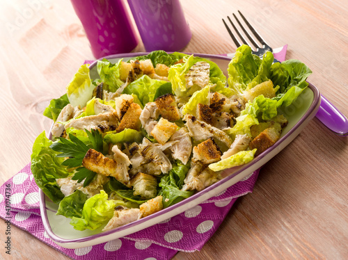 chicken salad with lettuce and toasted bread