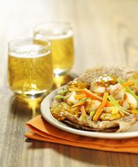 Galette aux pétoncles et petits légumes, verres de cidre