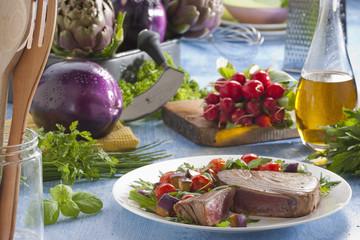 Steak de thon et légumes