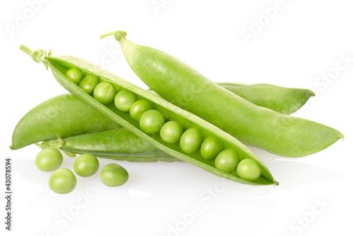 Green peas on white, clipping path included