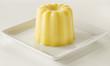 Petit entremets à la vanille en forme de cannelé