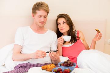 gemeinsames frühstück im bett