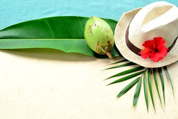 Men's straw hat with red hibiscus