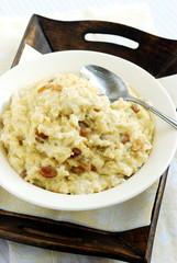 Pyszne śniadanie: ryż na mleku z wanilią i rodzynkami