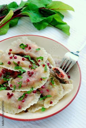 Niezwykłe pierogi z botwinką i serem feta