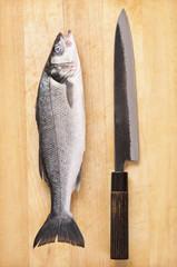 fisch mit japanischem Messer