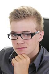 Cleverer Teenager mit Brille