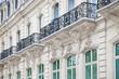 Haus mit Balkon auf der Champs Elysees in Paris - 43131709