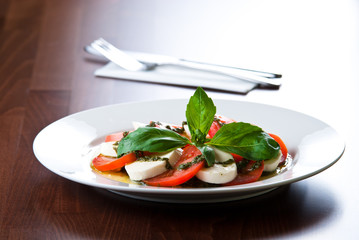 mozarella salad with pesto