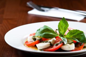 mozarella salad with pesto