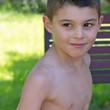 Regard d'un jeune garçon (6-7 ans)