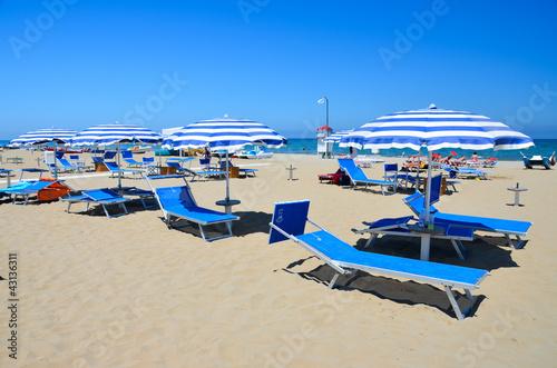 rimini-spiaggia ombrelloni 1
