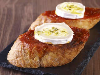 """Soft spicy sausage and goat cheese """"Montadito""""."""