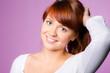 glücklicher teenager mit roten haaren
