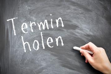 Termin holen auf Tafel geschrieben