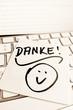 Notiz auf Computer Tastatur: Danke