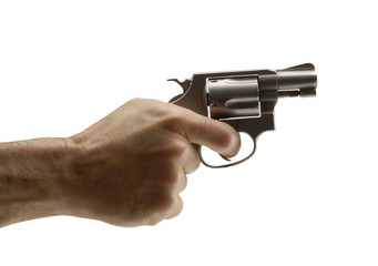 Mano sujetando un arma,una pistola.
