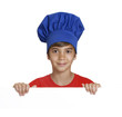 Niño cocinero sujetando un panel blanco,niño chef.