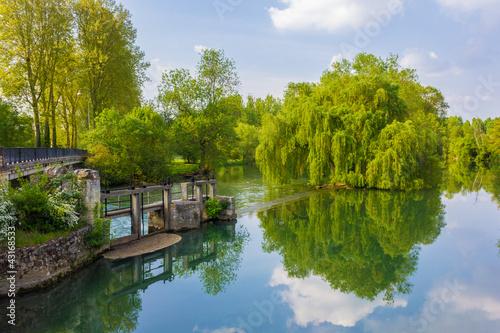 Papiers peints Canal Ecluse et pont d'Artannes sur Indre