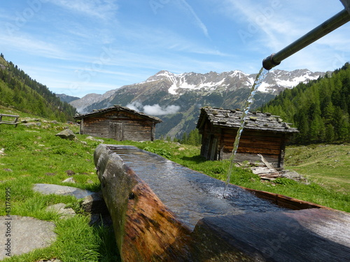 Holzbrunnen und Almhütten - 43174995