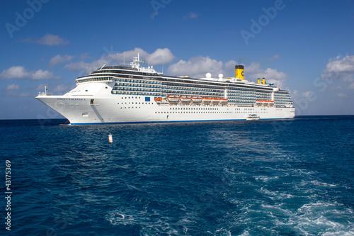 GRAND CAYMAN - CAYMAN ISLANDS - MAR 2: Costa Atlantica cruise sh - 43175369