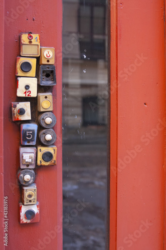A lot of the plastic doorbells on the red door.
