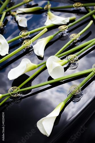 Blumenschmuck Hochzeitsauto