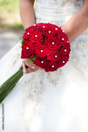 brautstrauss aus roten rosen stockfotos und lizenzfreie bilder auf bild 43204597. Black Bedroom Furniture Sets. Home Design Ideas