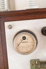 古い計器の電気器具