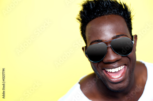 Closeup of joyful young african guy in sunglasses