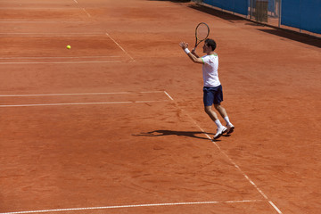 tennis player at the vorehand