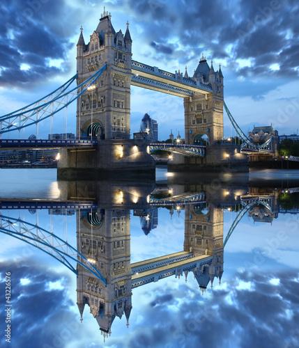 Fototapeta Famous Tower Bridge in London, England