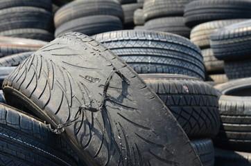 pneu usé jusqu'a la corde
