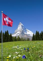 Matterhorn mit Schweizer Flagge