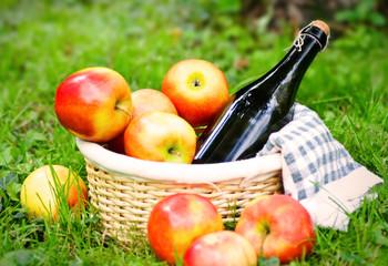 Äpfel und Wein