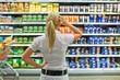 Auswahl in einem Supermarkt - 43245304