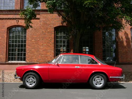 Roter italienischer Sportwagen Klassiker der Siebziger Jahre