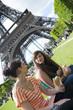 Pique-nique à la tour Eiffel entre ado