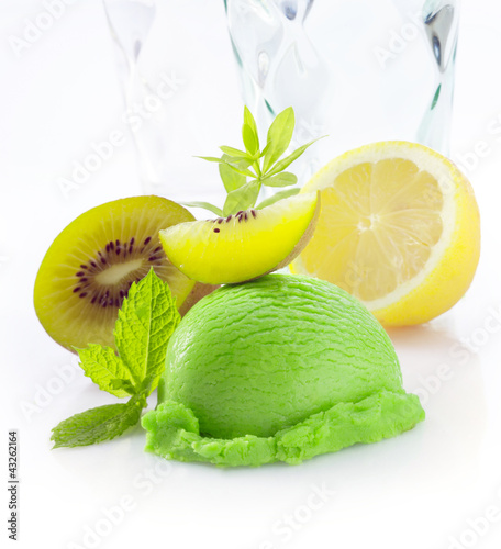 Creamy green kiwi fruit icecream