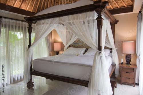 Inviting Bedroom - 43277175