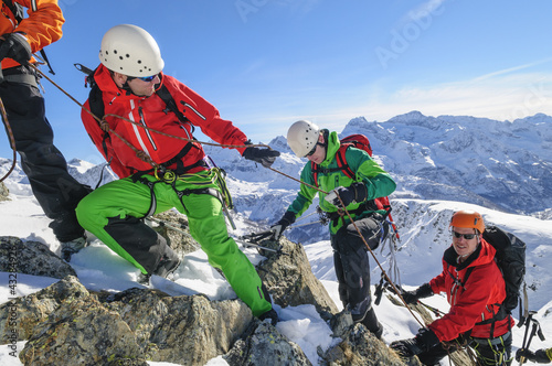 Papiers peints Alpinisme Teamwork in einer Seilschaft