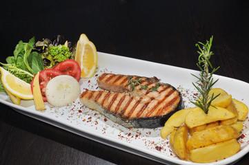 Yemek ,yiyecek tabakları, balık