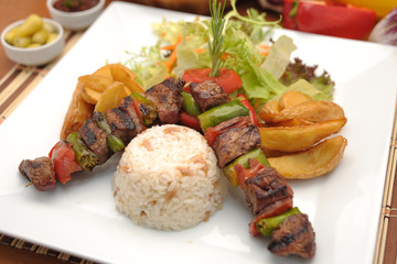Türk şiş kebap  patates pilav ve salata