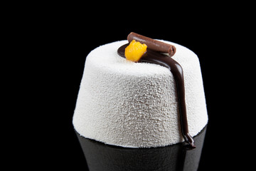 Individual chocolate mousse and mango