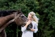 frau + pferd